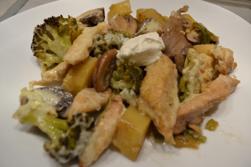 Зеленчукова тава со пилешко