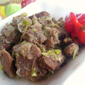 Диво месо со праз