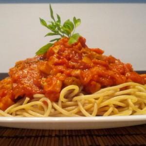 Интегрални шпагети со печурки и зеленчук