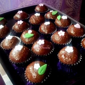 Топчиња од домашен марципан со чоколадо