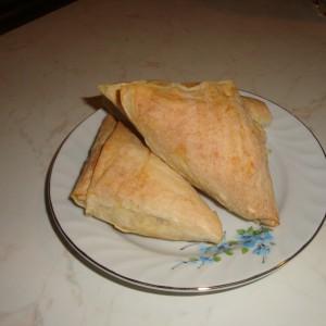 Триаголник пита со готови кори