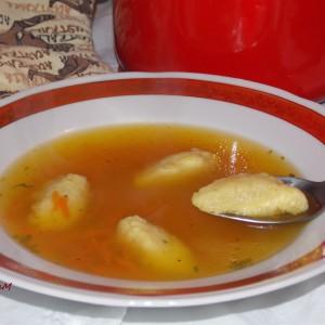 Супа со кнедли од гриз и пармезан