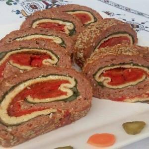 Триколорен ролат со месо