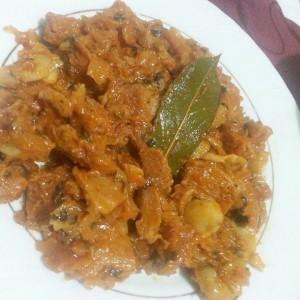 Селско со соја, печурки и доматен сос (посно)