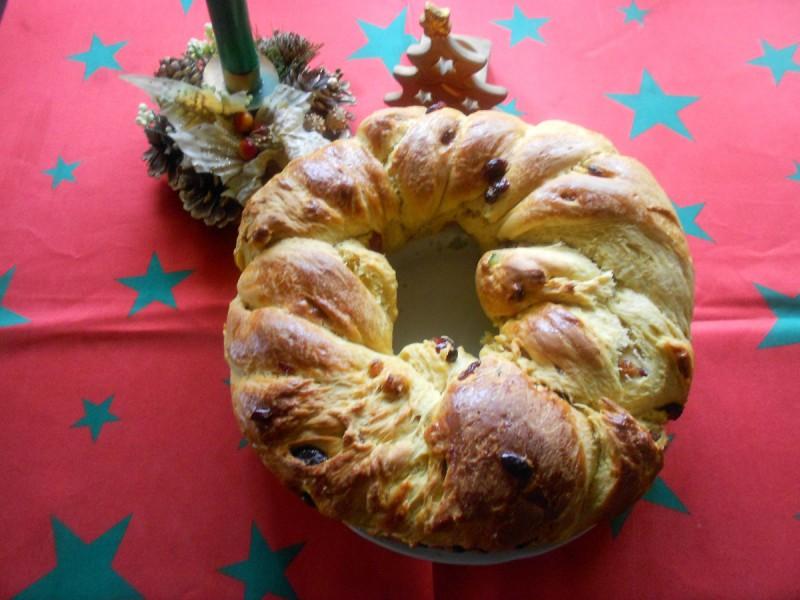 Божиќен венец со маџун, брусница, суво грозје.......