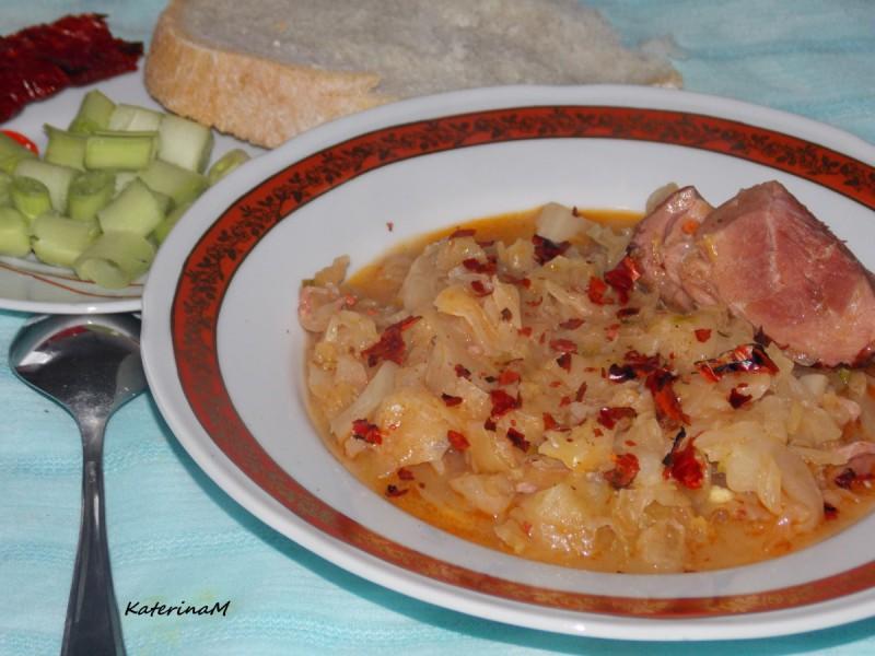 Вариво со кисела зелка и чадено месо