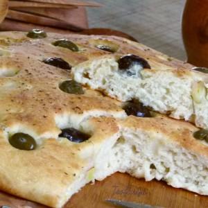 Фокача со праз и маслинки