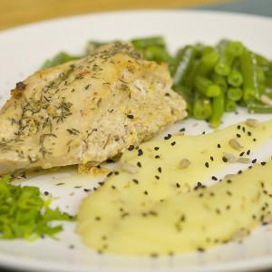 Видео рецепт: Пилешко со фил од фета и пире со лук