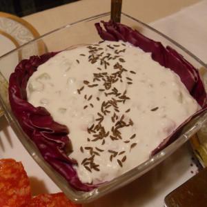 Бела салата со урда