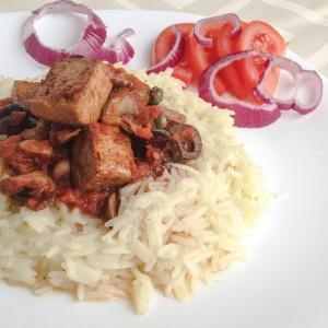 Ориз со сос од печурки и тофу сирење