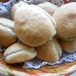 Погачици од ржано и бело брашно со ленено семе