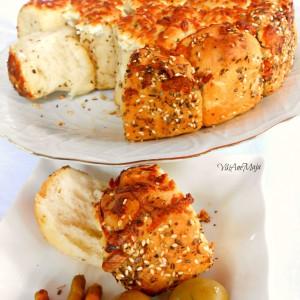 Погача со зачини и сирење-garlic-cheese-bread