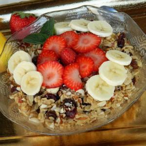 Појадок од овесни снегулки и овошје (посно)