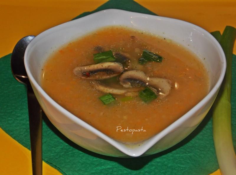 Зеленчукова крем супа со печурки и млад лук