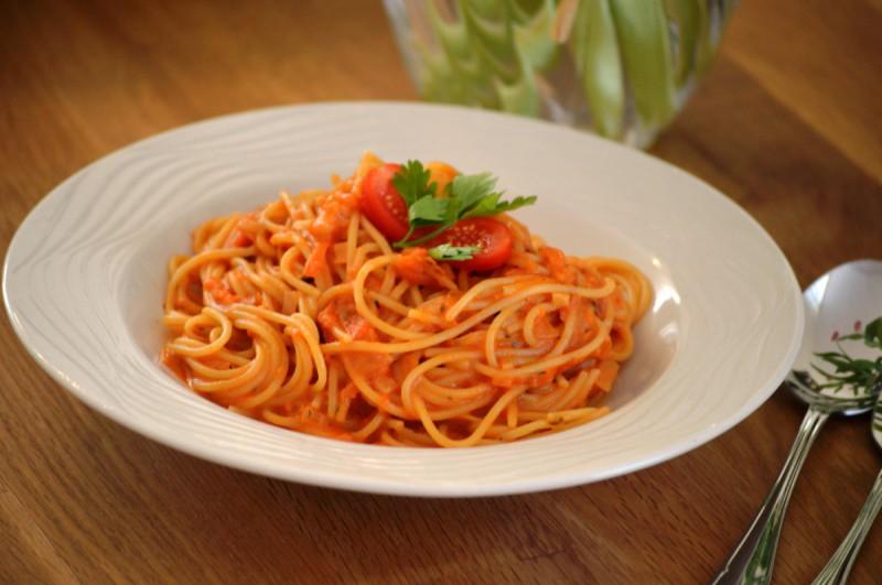 Шпагети во сос од домати и моцарела (One Pot Pasta)