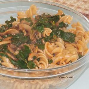 Интегрални макарони со печурки и спанаќ
