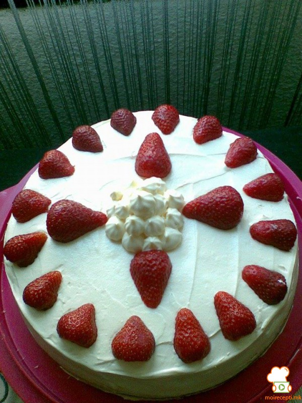 Брза торта со јагоди