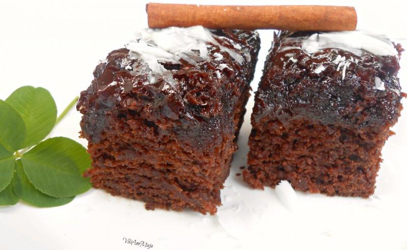 Едноставен сочен чоколаден колач