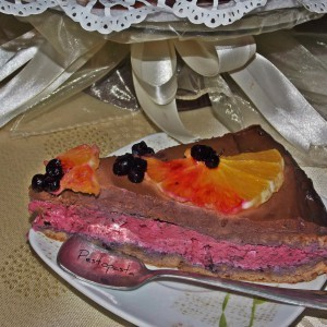 Виолетова торта со чоколаден ганаш
