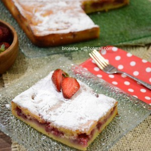 Овошен кекс со јагоди
