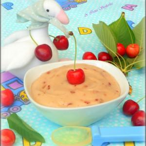 Детска кашичка со гриз и цреши