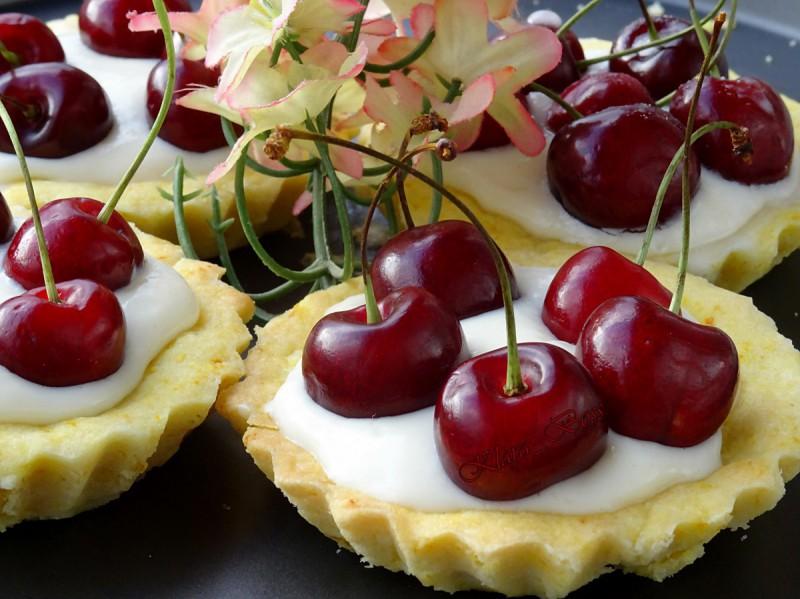 Крем тарталети со овошје