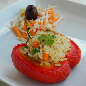 Полнати пиперки со ориз и туна