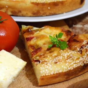 Пита со пиперки и биено сирење