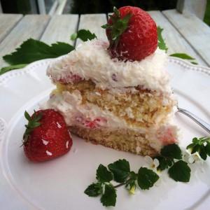 Торта со јаготки