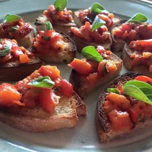 Предјадење - брускети со печени пиперки
