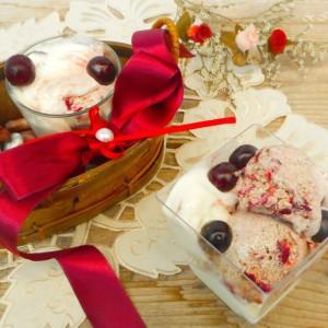 Домашен (ванила и чоколадно-вишнов) сладолед