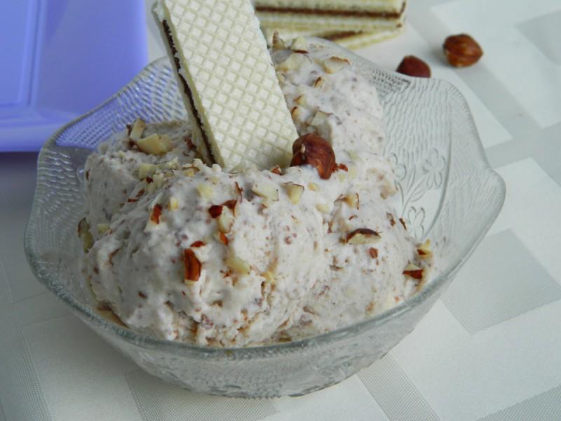 Сладолед со наполитанки (во апарат за сладолед)