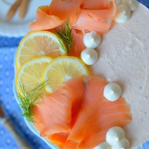 Солена тортичка со димен лосос