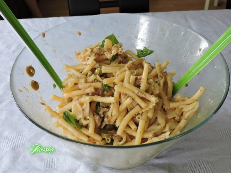 Туна салата со тестенини