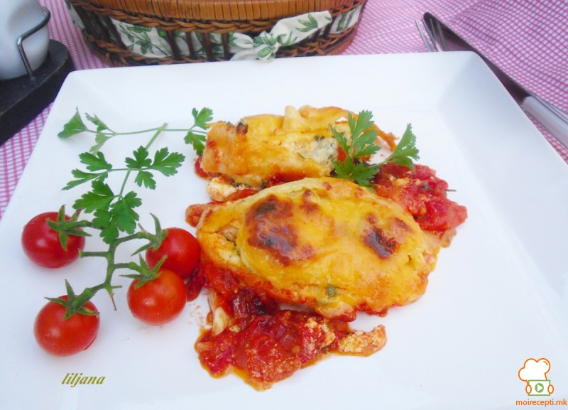 Роловани палачинки во сос од домати