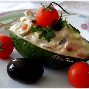 Солени авокадо чамци