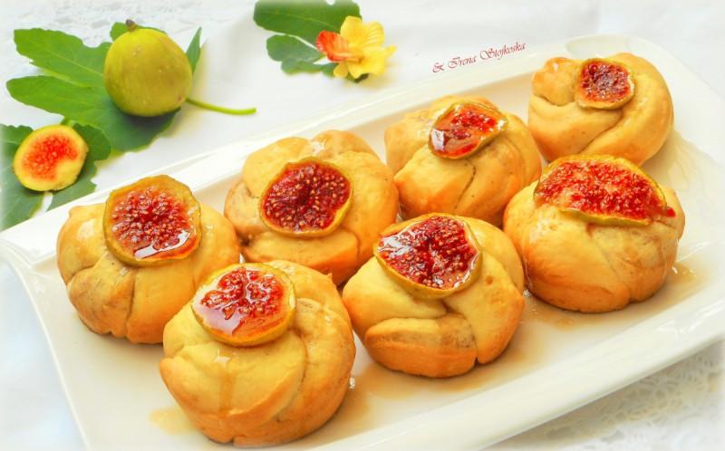 Ружи мафини со свежи смокви и цимет