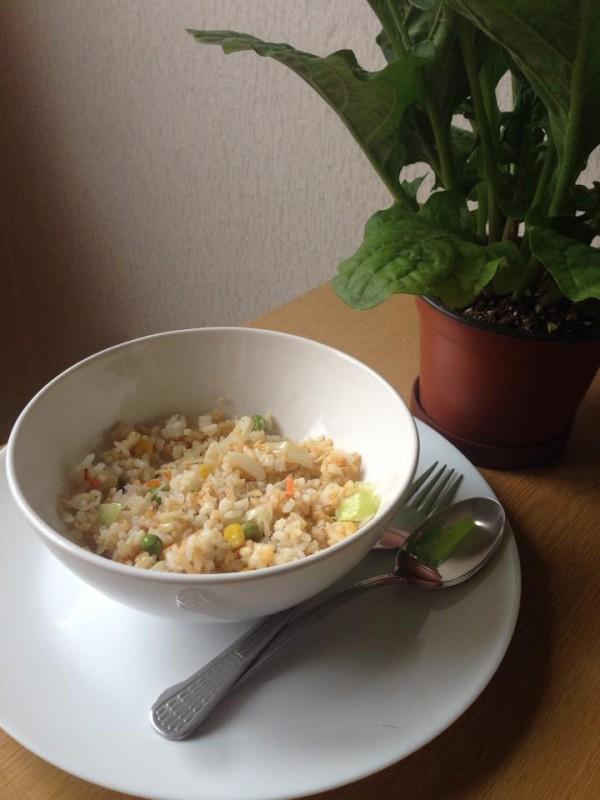 Кинеско - ориз со зеленчук и јајца