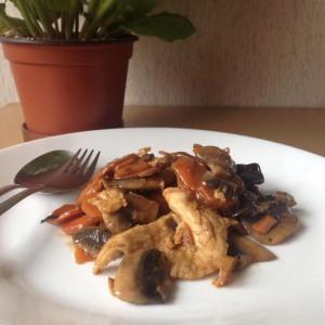 Пилешко со бамбус и печурки