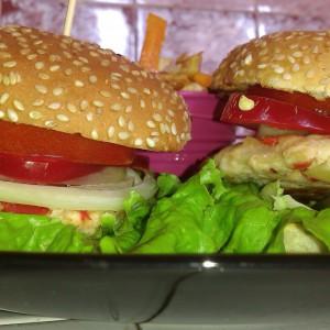 Пилешки бургер со фант