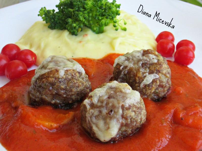 Ќофтиња во доматен сос со печурки