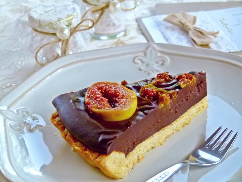 Чоколадна пита со карамелизирани смокви