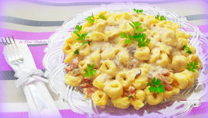Тортелини со сос од печурки