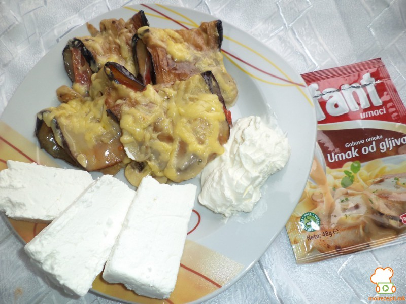 Пакетчиња од модри патлиџани со Фант сос од печурки