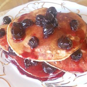 Американски палачинки со домашно слатко од вишни
