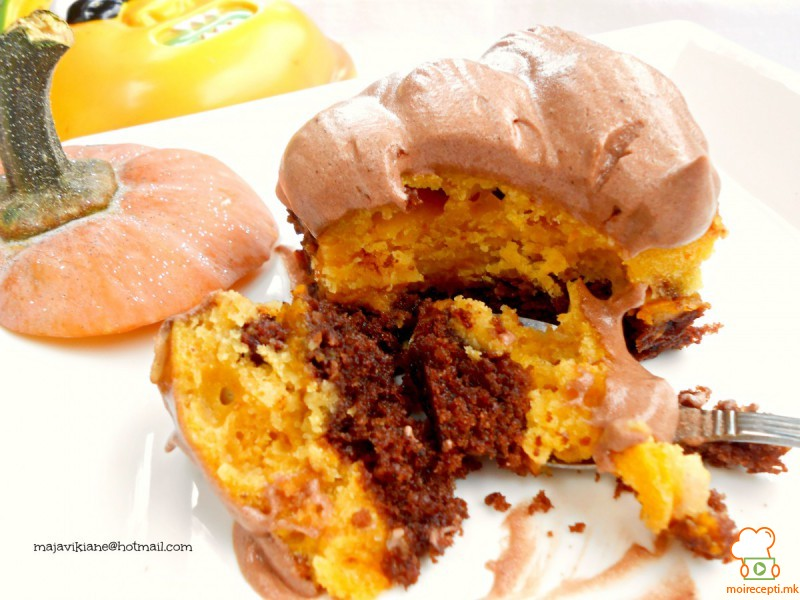 Есенски колач со тиква и крем сирење