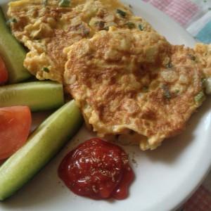 Омлет со карфиол и млад кромид