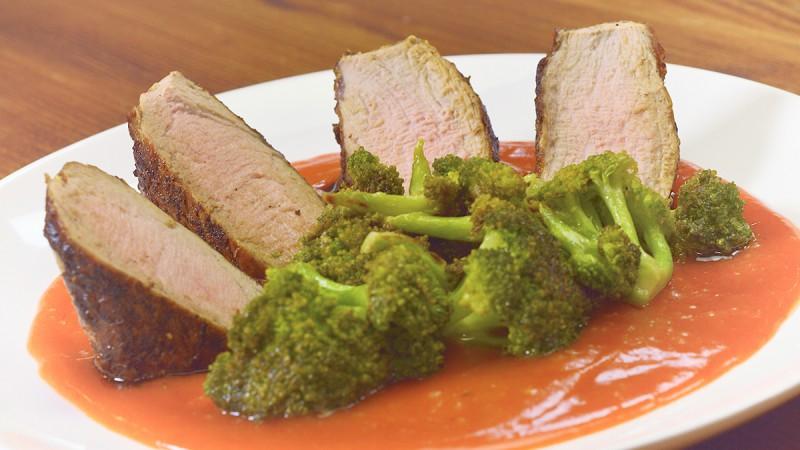 Видео рецепт: Свинско филе со брокула во сос