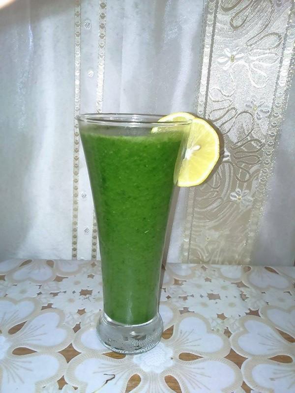Зелено смути со банана и спанаќ