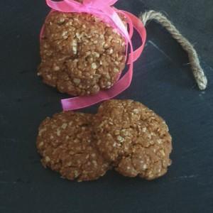 Бисквити со овесни снегулки, кокос и мед